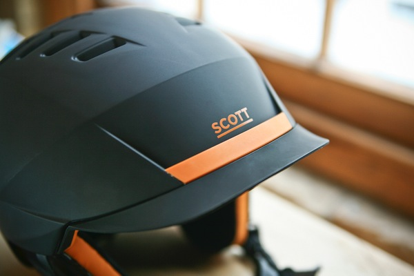 Scott Symbol Helmet on table
