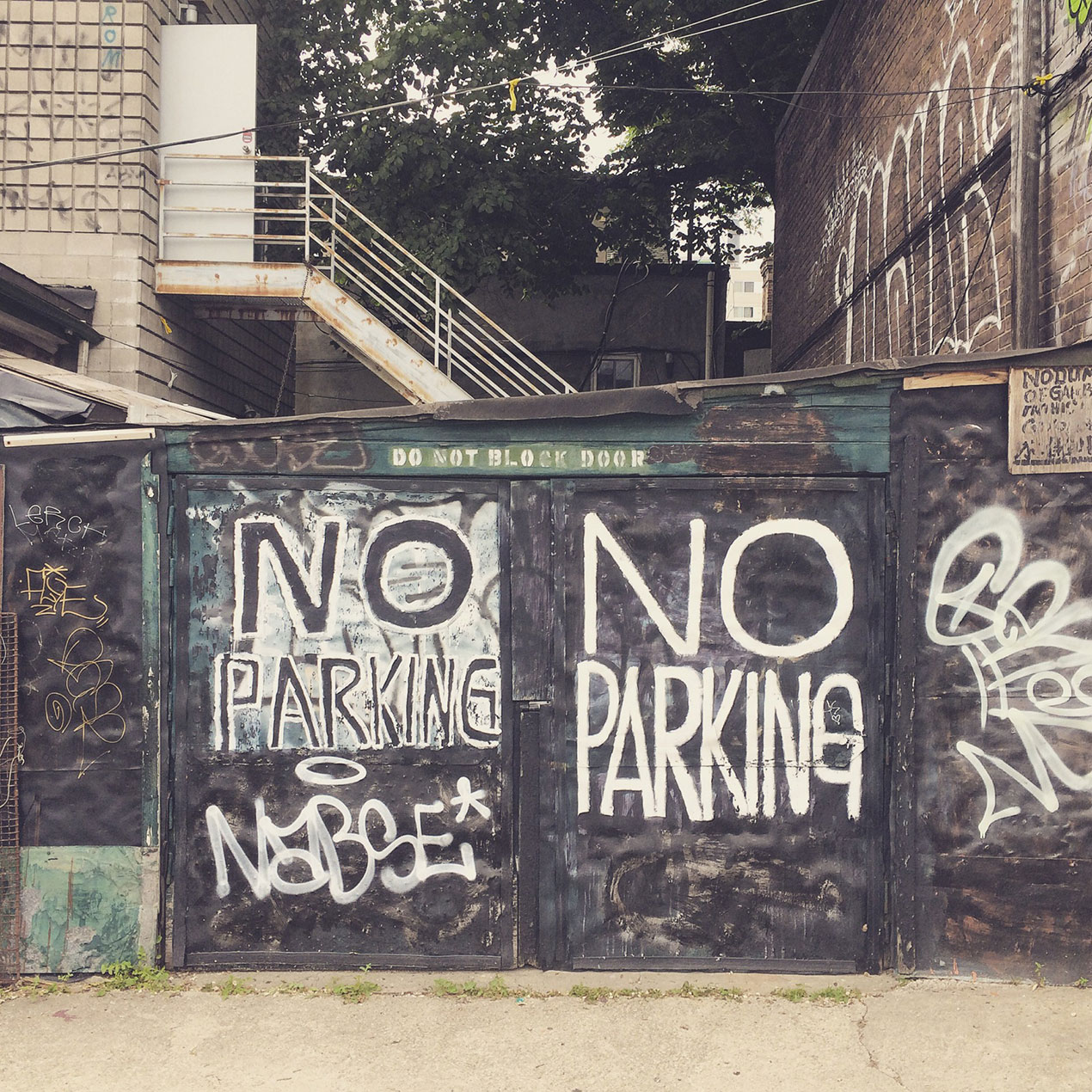 no parking spray painted on wall